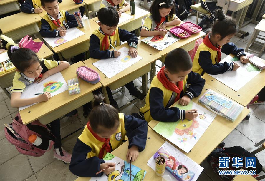 乡村小学生感恩母亲节小学九内乡图片